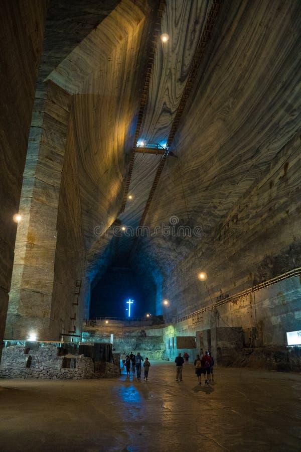 Wysoki imponująco korytarza pokój w Slanic Prahova solankowej kopalni, podziemna ekstrakcyjna jama, Rumunia obrazy royalty free