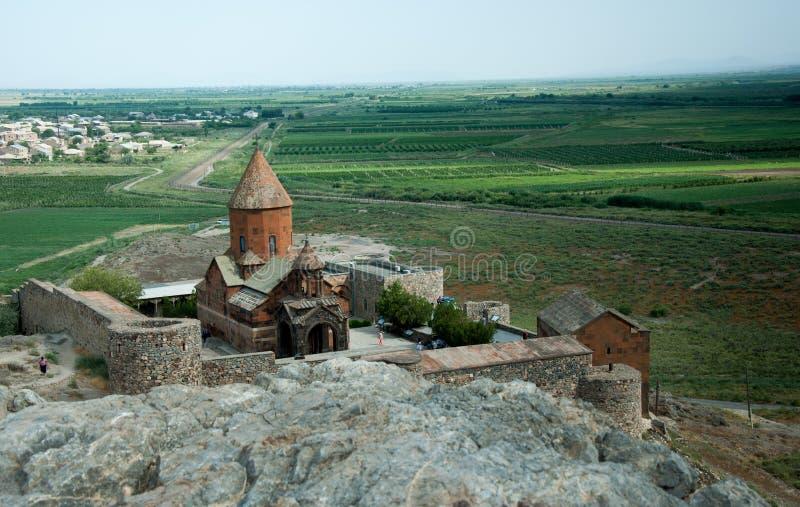 Wysoki kąt strzelał stary kościół chrześcijański w wsi Armenia zdjęcia stock
