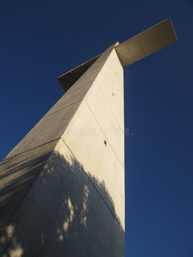 Wysoki kościół katolickiego krzyż obrazy stock