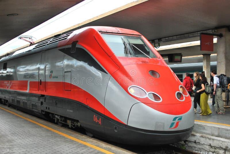 Wysoki prędkość włocha pociąg Frecciarossa w staci zdjęcia stock
