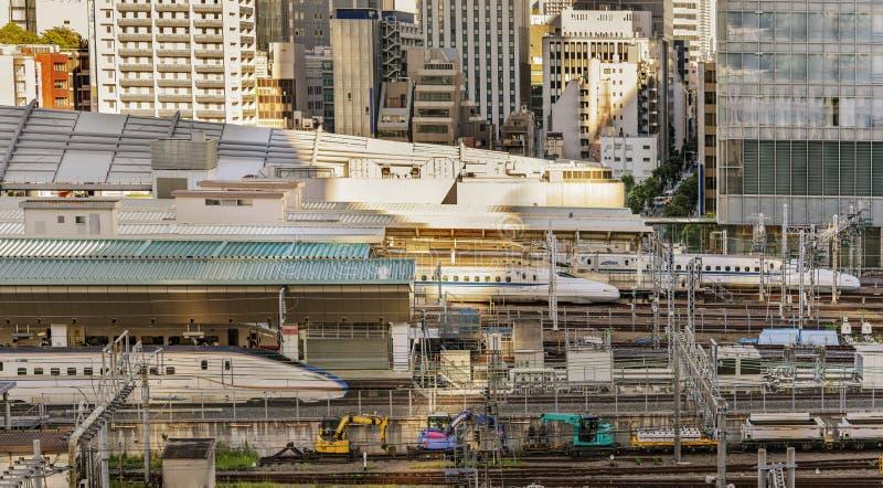 Wysoki prędkości japończyk Shinkansen E7 i N777 pociągi dokował w Toky obrazy stock