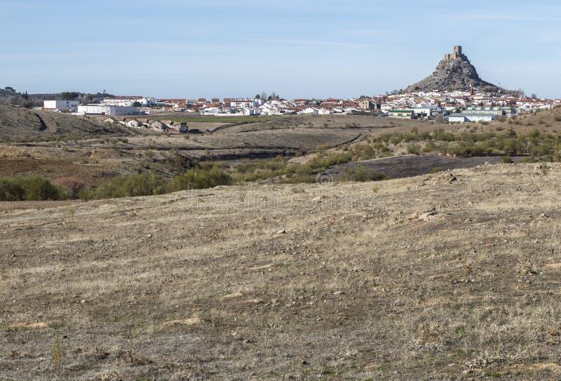 Wysoki skalisty Imponująco skalisty wzgórze Belmez kasztel, Hiszpania zdjęcia stock