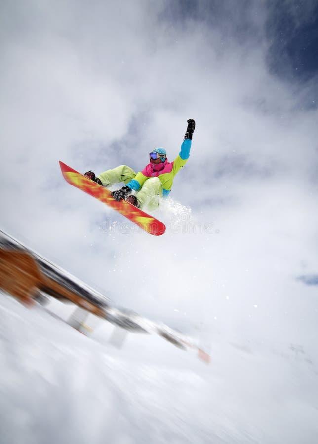 wysoki skokowy snowboarder obraz royalty free