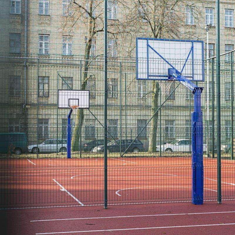Wysoki szkoły wyższa boisko do koszykówki zdjęcia royalty free