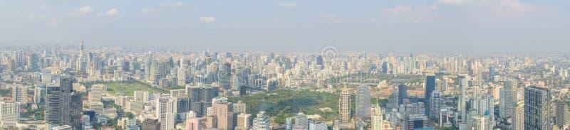 Wysoki widok wysoki budynek w mieście zdjęcie royalty free