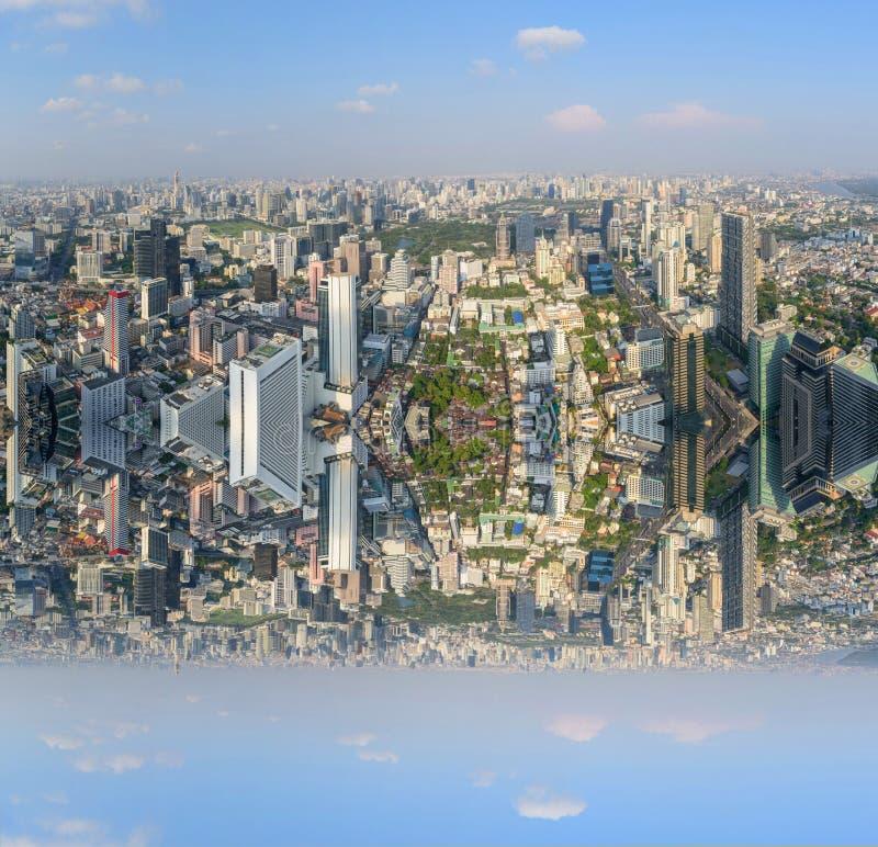 Wysoki widok miasto z zboczeniec stron? zdjęcie stock