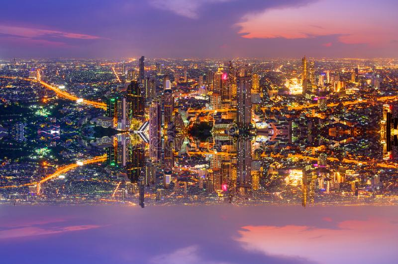 Wysoki widok miasto z zboczeniec strony procesu stylem zdjęcia stock
