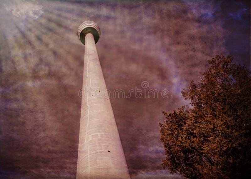 Wysoki wierza w surrealistycznym stylu zdjęcie royalty free