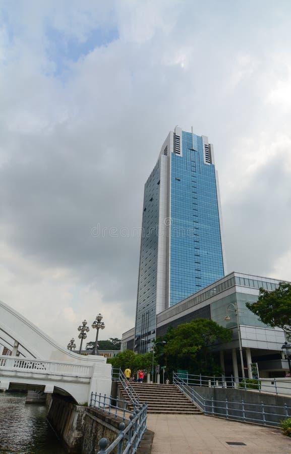 Download Wysoki Wzrosta Budynek W Centrum Singapur Zdjęcie Stock Editorial - Obraz złożonej z jasny, kolor: 57654108