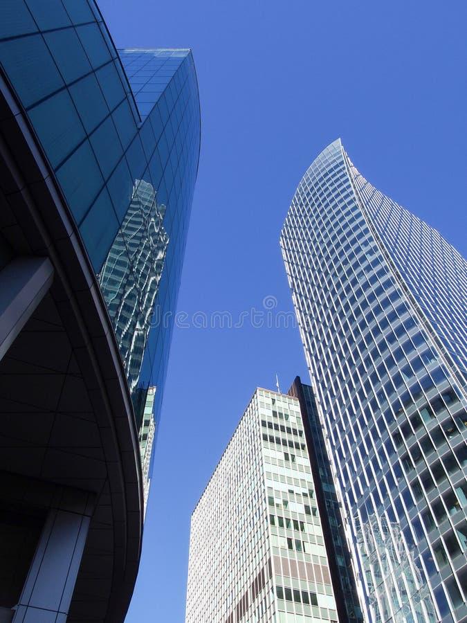 Wysokich wzrostów budynków Vancouver w centrum przyglądający up fotografia stock