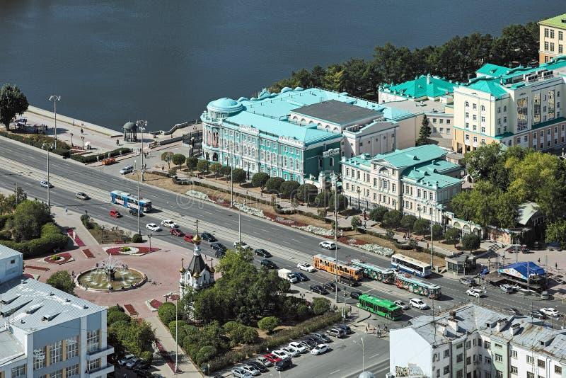 Wysokiego kąta widok kwadrat pracy i Sevastyanov ` s dom w Yekaterinburg, Rosja obrazy royalty free