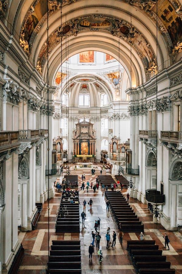 Wysokiego kąta widok wnętrze Salzburg katedra zdjęcia royalty free