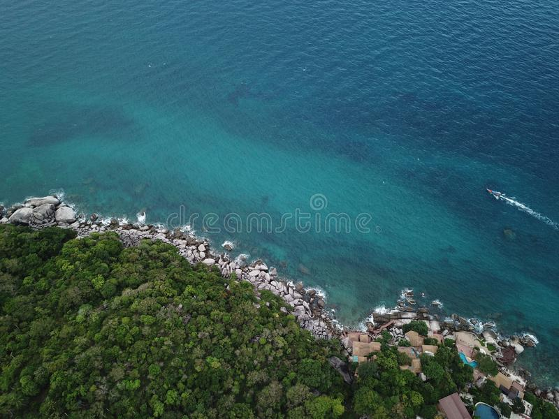 Wysokiego kąta wizerunku jasnego woda morska dla nurkować przy Koh Nang Juan wybrzeżem w Surat Thani, Tajlandia zdjęcia stock