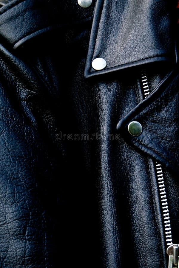 Wysokiego kontrasta czerni rowerzysty kurtki up rzemienny zakończenie fotografia stock