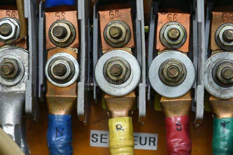 Wysokiego woltażu elektryczny kabel z śmiertelnie związków zbliżeniem obraz royalty free