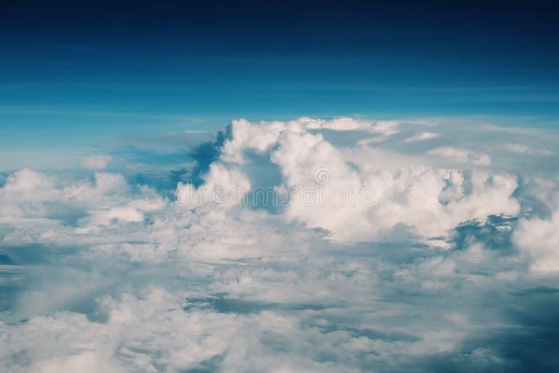 Wysokiej chmury tło zdjęcie stock