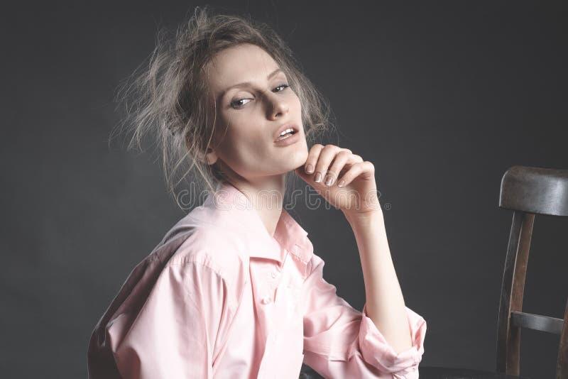 Wysokiej mody spojrzenie, portret piękny młoda kobieta model obrazy stock