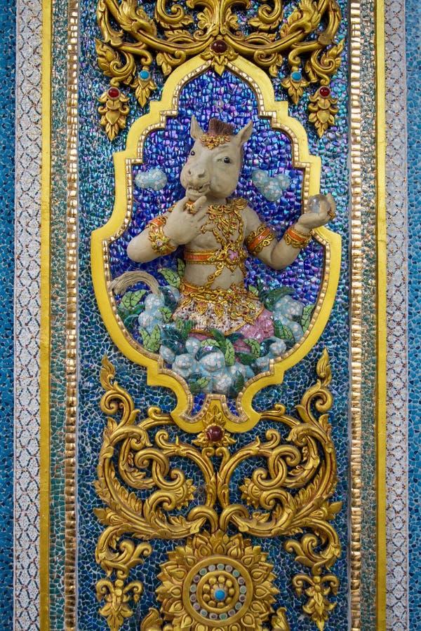 Wysokiej ulgi rzeźba koński twarz anioł, mit na ceramicznym lub i fotografia royalty free