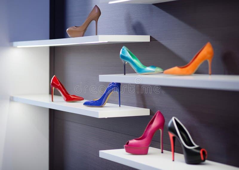 wysokość heeled buty Buty w witrynie sklepowej obraz stock