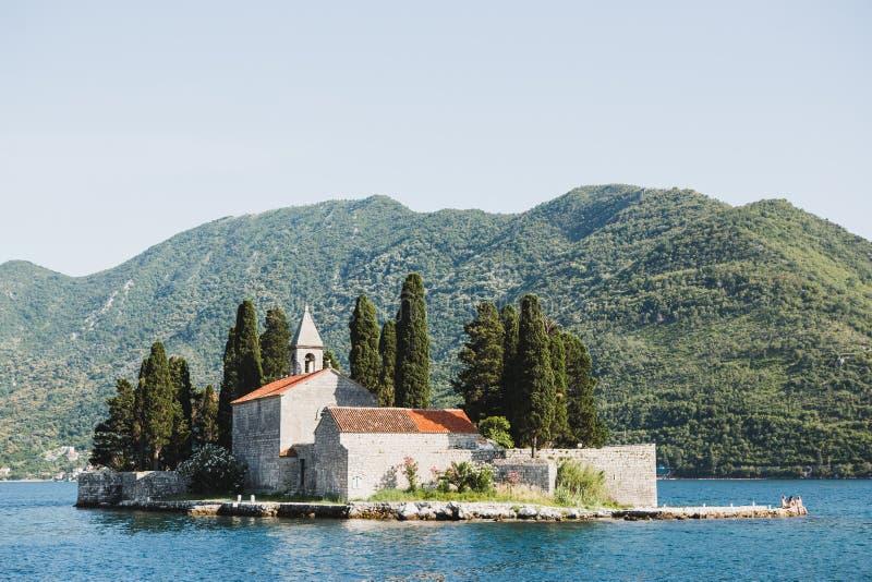 Wyspa święty George na wybrzeżu Perast w zatoce Kotor, M fotografia stock
