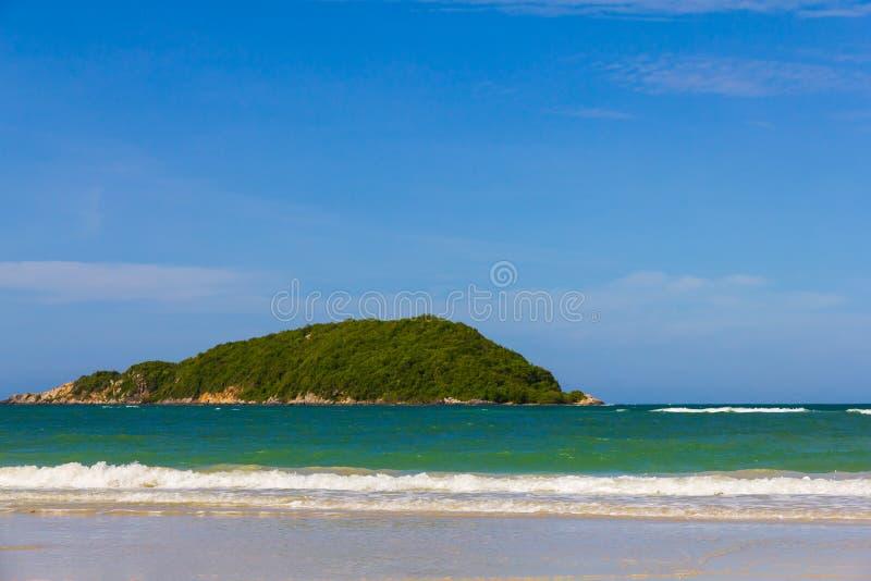 Wyspa blisko Nangram plaży, Tajlandia zdjęcia royalty free