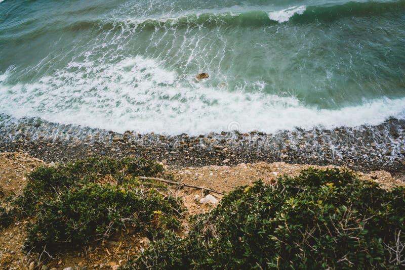 Wyspa Crete w Grecja, widok z lotu ptaka w kierunku morza i plaży Odgórny widok Pięknie jaskrawy i azures obrazy stock