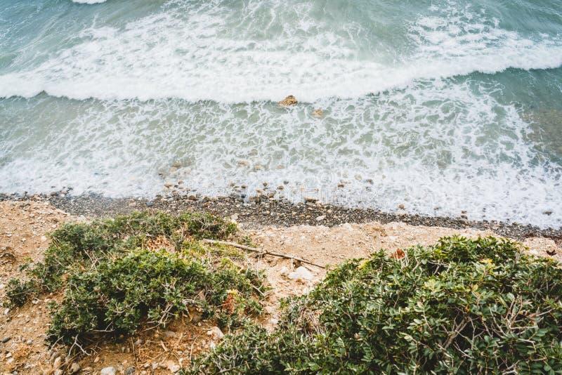 Wyspa Crete w Grecja, widok z lotu ptaka w kierunku morza i plaży Odgórny widok Pięknie jaskrawy i azures zdjęcie stock