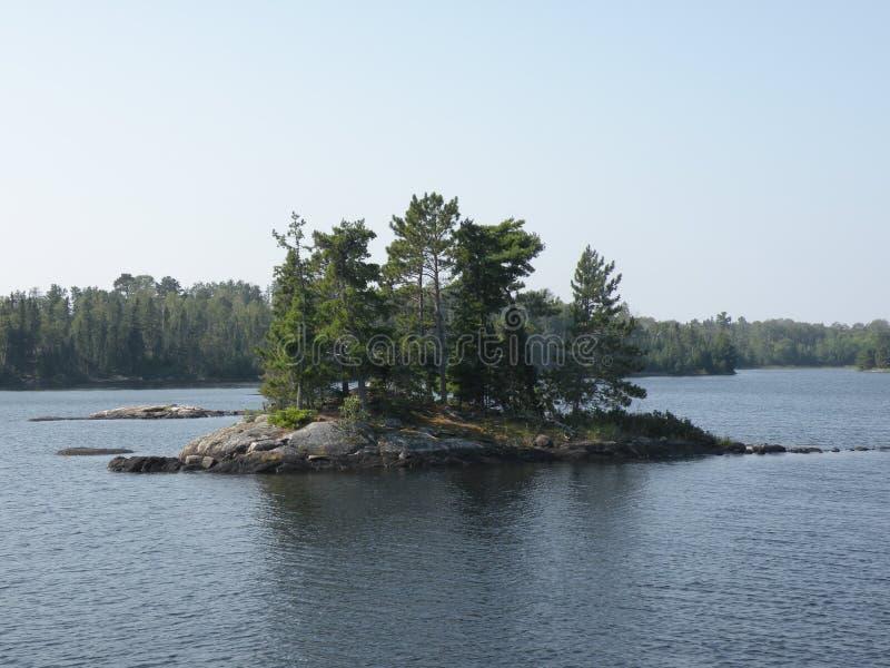 Wyspa na jeziorze zdjęcie royalty free