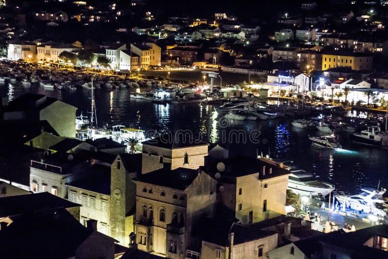 Wyspa Rab przy nocą od wierza Chorwacja zdjęcia stock