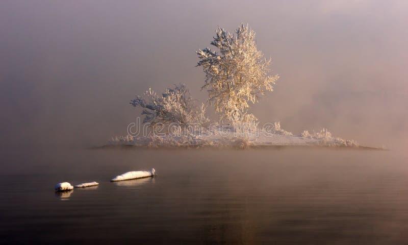 Wyspa w mgle zdjęcia royalty free