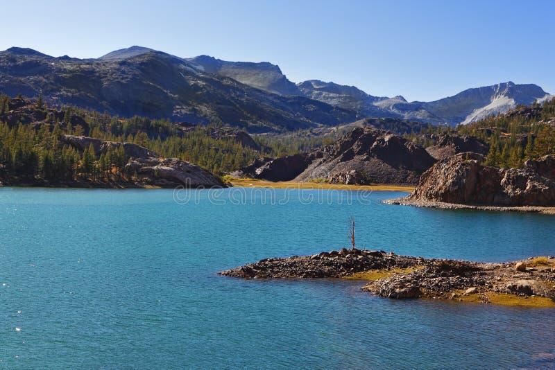 Download Wyspy mały malowniczy zdjęcie stock. Obraz złożonej z kamień - 13327540
