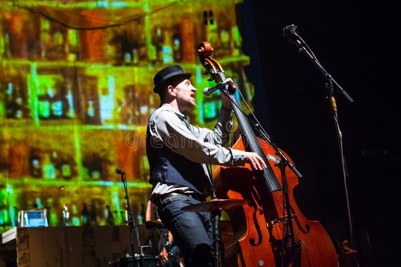 Występ Billy zespół przy koncert grze Tom Waits dzisiejszej ustawy muzeum zdjęcie royalty free