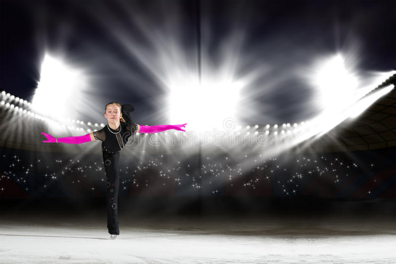 Występ młode łyżwiarki, lodowy przedstawienie fotografia stock