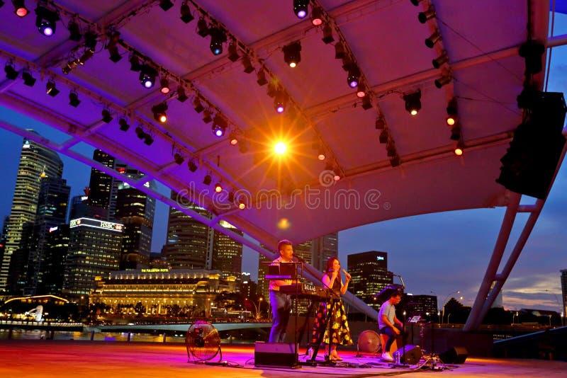 Występ przy esplanada Plenerowym teatrem Singapur obraz royalty free