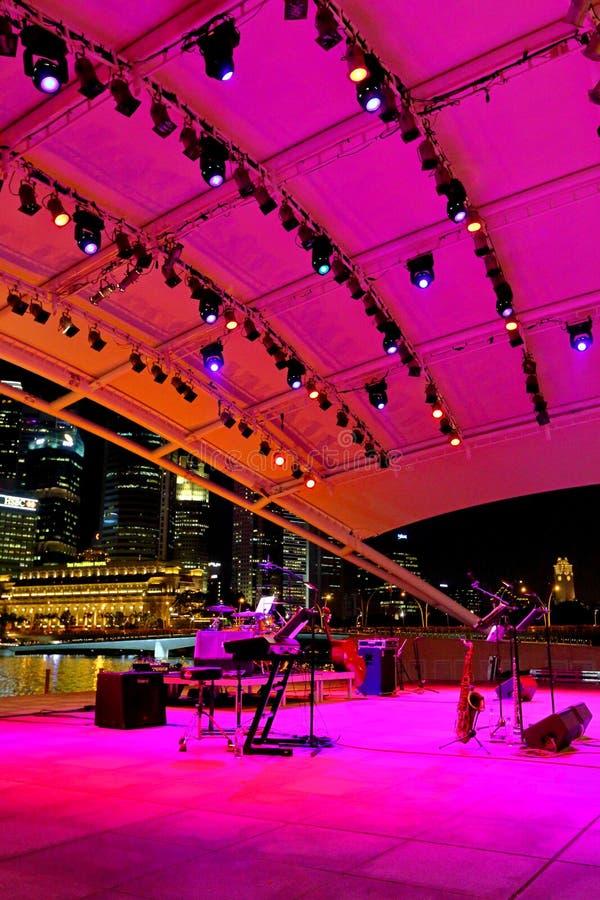 Występ przy esplanada Plenerowym teatrem Singapur fotografia stock