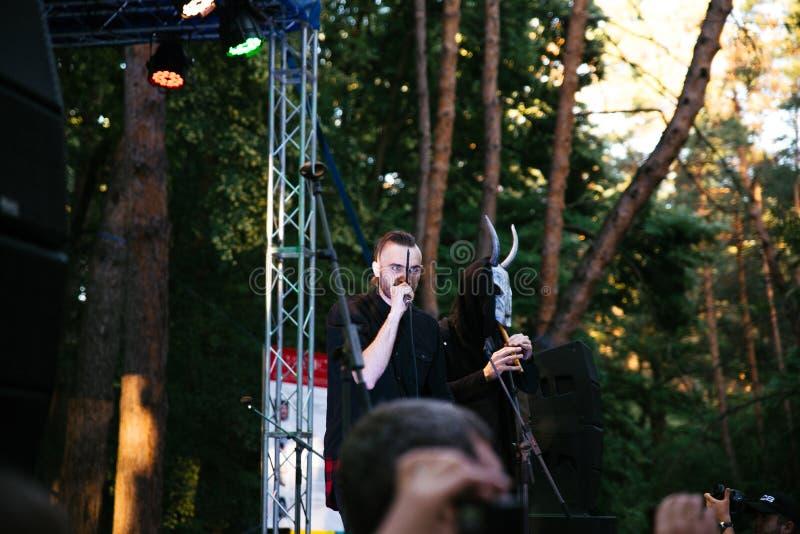 Wyst?p rockowa grupa Chumatsky Shlyakh Czerwiec 10, 2017 w Cherkassy, Ukraina zdjęcie stock
