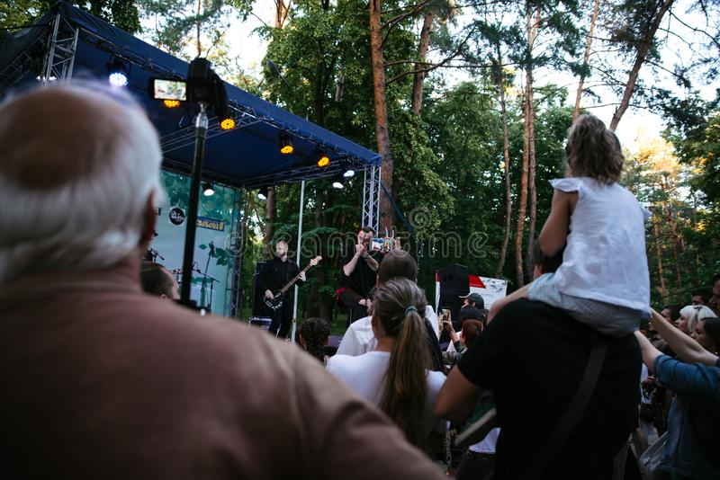 Wyst?p rockowej grupy ` Chumatsky Shlyakh ` Czerwiec 10, 2017 w Cherkassy, Ukraina fotografia stock