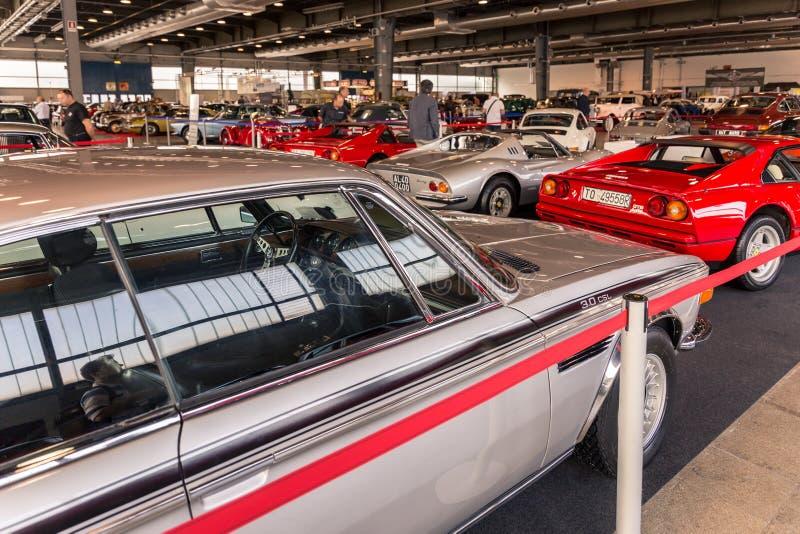 Wystawa antyk i sportowi samochody w Verona obrazy royalty free