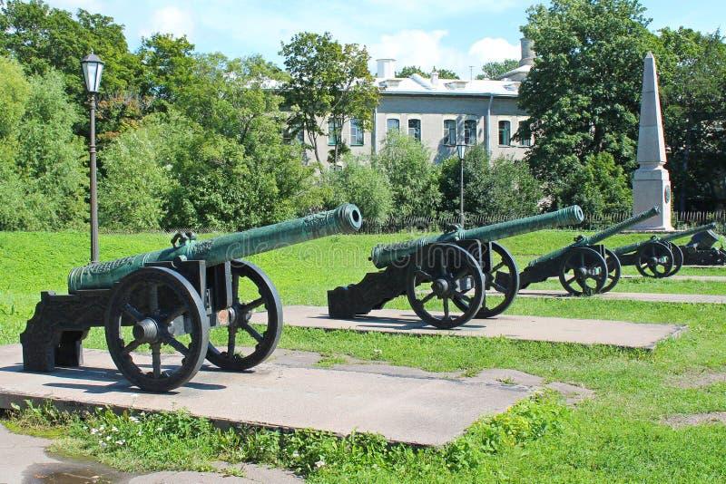 Wystawa pistolety Muzeum artyleria, konstruuje oddzia??w wojskowych St Petersburg zdjęcie royalty free