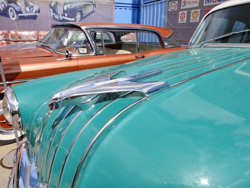 Wystawa retro samochody Samochodowy ?Pontiac Chieftan ?, rok manufaktura 1954, engine-8 butle, usa, Michigan zdjęcia royalty free