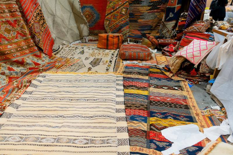 Wystawa w sklepie Arabscy dywany obrazy royalty free
