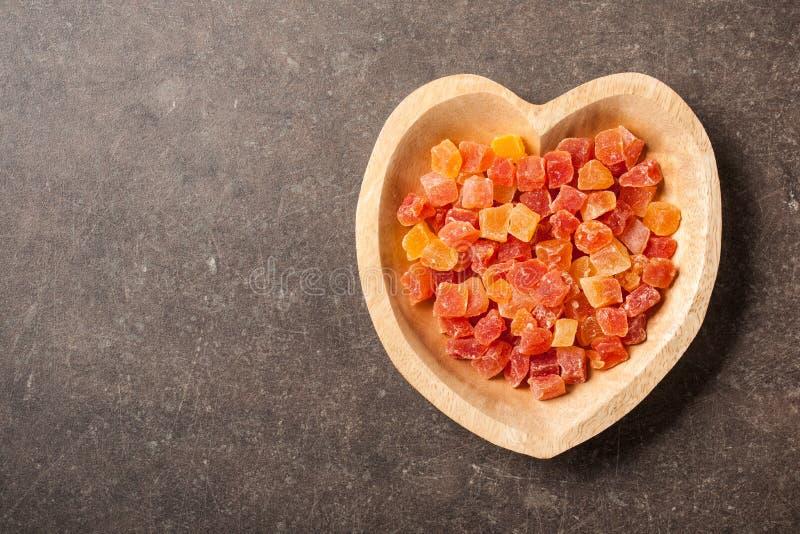 Wysuszona melonowiec owoc w serce kształtującym pucharze zdjęcie royalty free