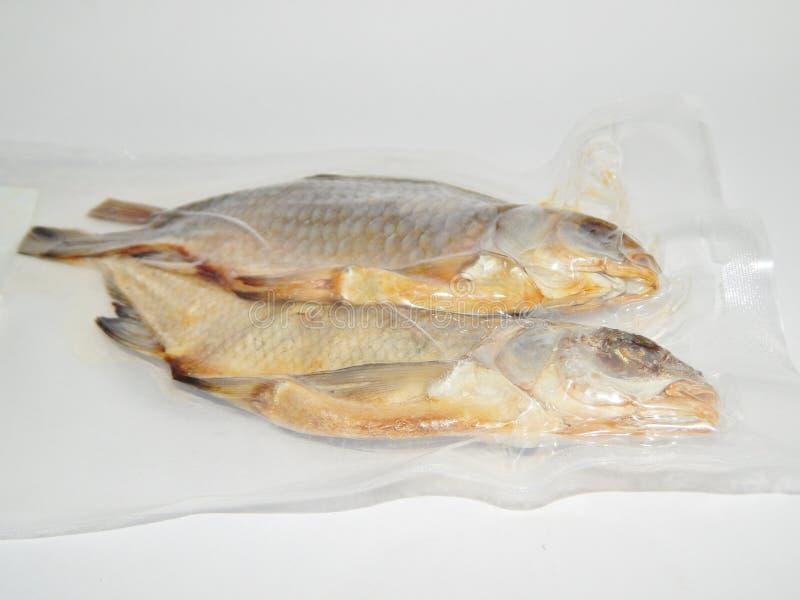 Wysuszona ryba w próżniowym kocowaniu obraz stock