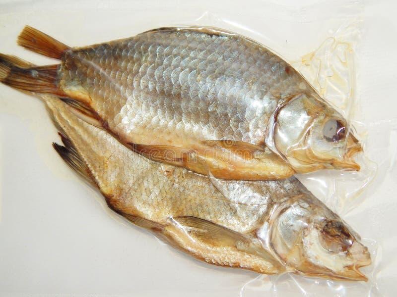 Wysuszona ryba w próżniowym kocowaniu fotografia stock