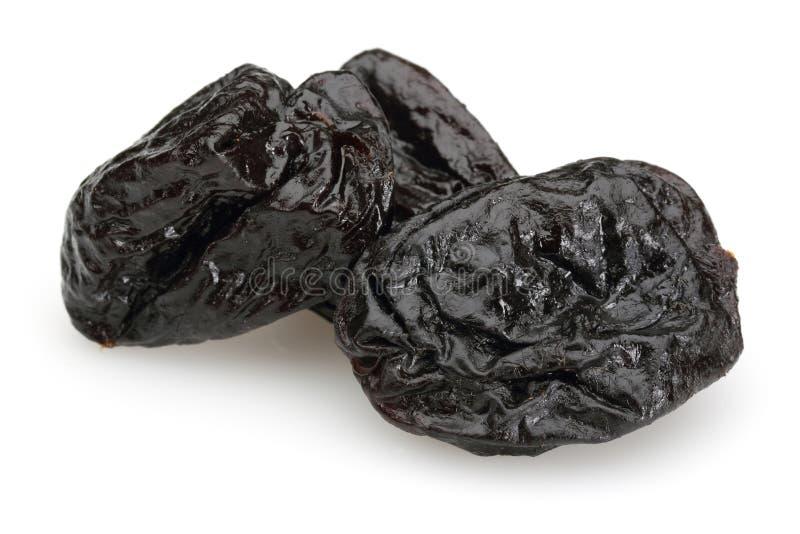 Wysuszone czarne śliwki na białym tle obrazy stock