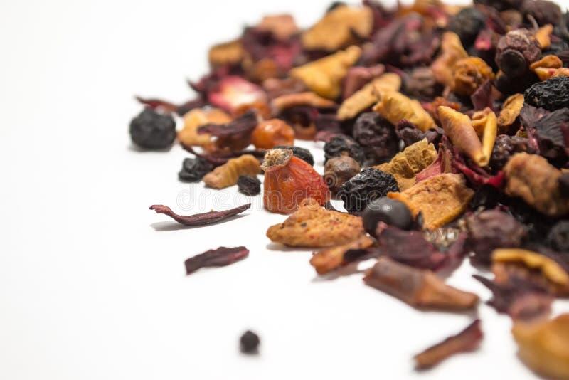 Wysuszone jagody i owoc Owocowa herbata Kolorowi kawałki owoc Boczny widok fotografia royalty free