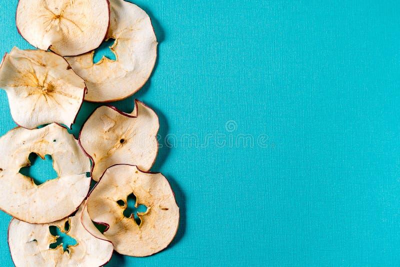 Wysuszony jabłko szczerbi się nad aqua tłem z kopii przestrzenią zdjęcie royalty free