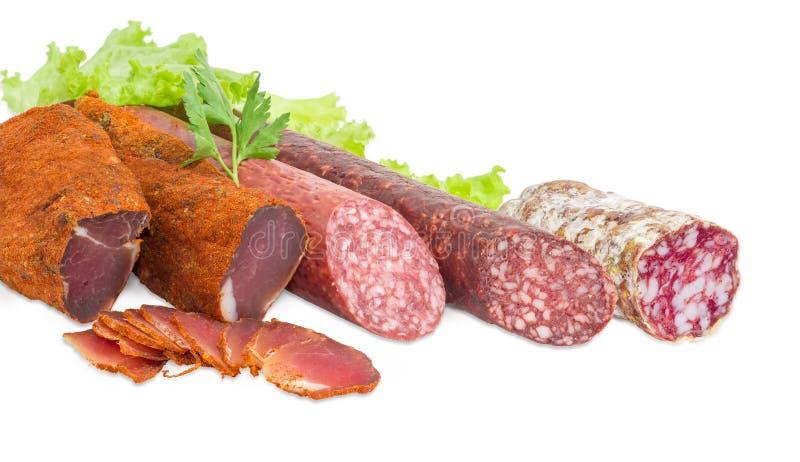 Wysuszony wieprzowiny tenderloin i trzy różnej rozmaitości kiełbasy zdjęcie royalty free