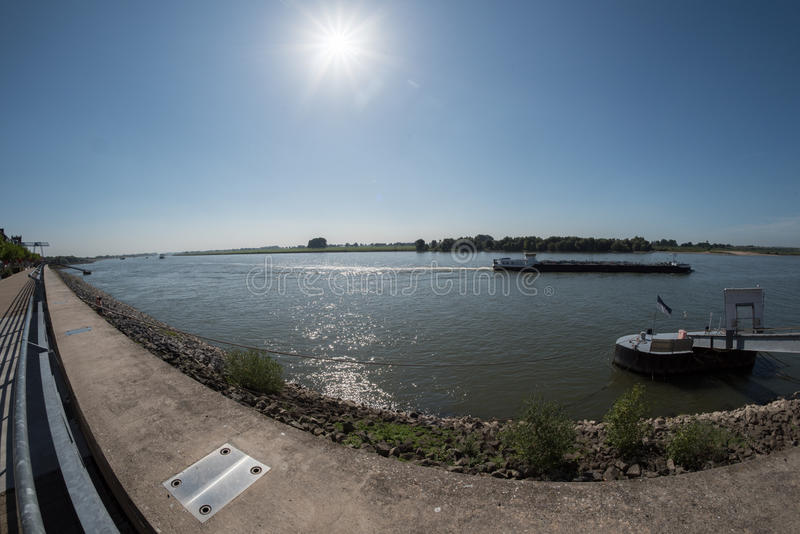 Wysyłka na Rhine blisko Emmerich, Niemcy zdjęcie stock