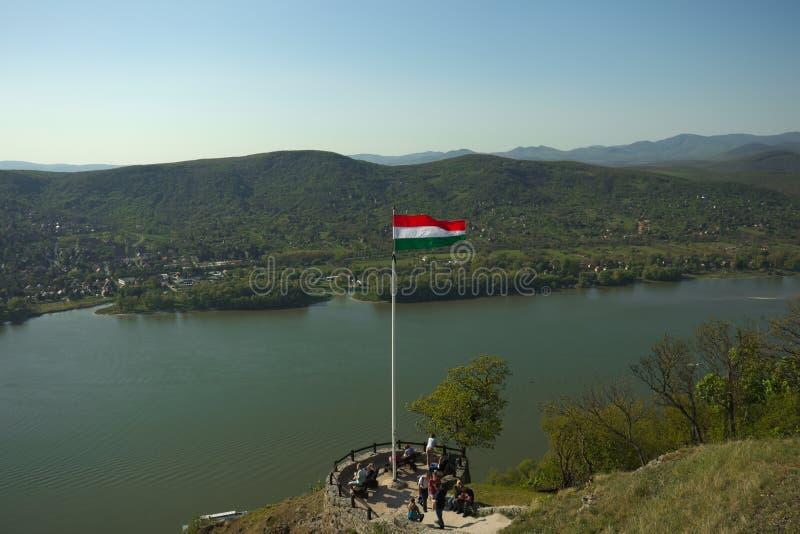 Wyszehradzki, Węgry - 4 22 2019: Obserwacja pokład nad Danube rzeką w Wyszehradzkim kasztelu Ludzie zegarka odgórnego widoku na r zdjęcia royalty free